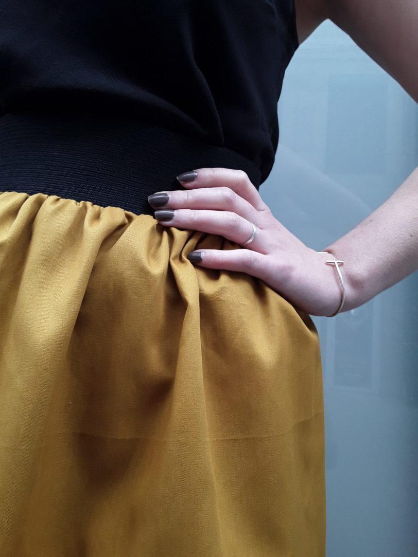 Jupe Ava popeline de coton jaune pétrole élastique à la taille Julie Bonnard créatrice Saint-Étienne