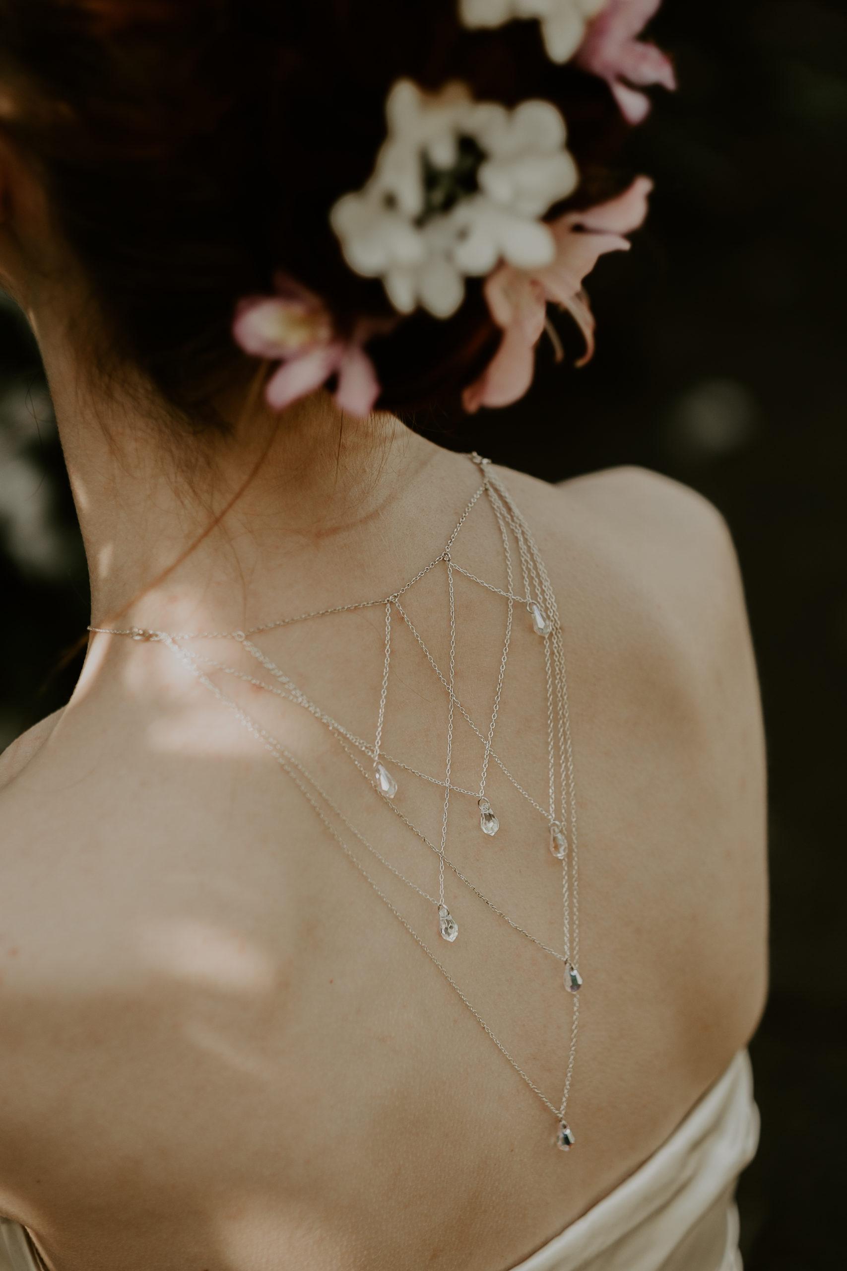 photolook avec collier de dos par Marie Gonon créatrice Saint-Étienne
