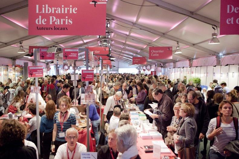 Fête du livre Saint-Étienne en 2019 sous le chapiteau principal, stand et foule au rendez-vous