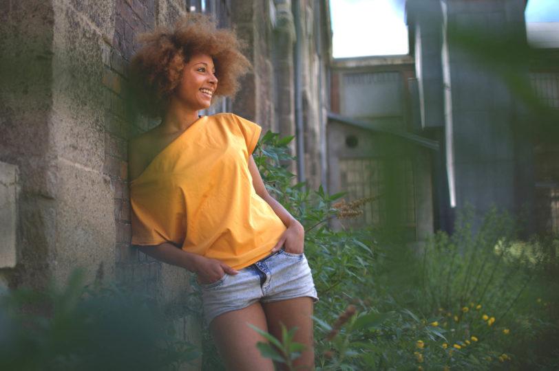 T-shirt Testa jaune ocre Julie Bonnard créatrice textile Saint-Étienne