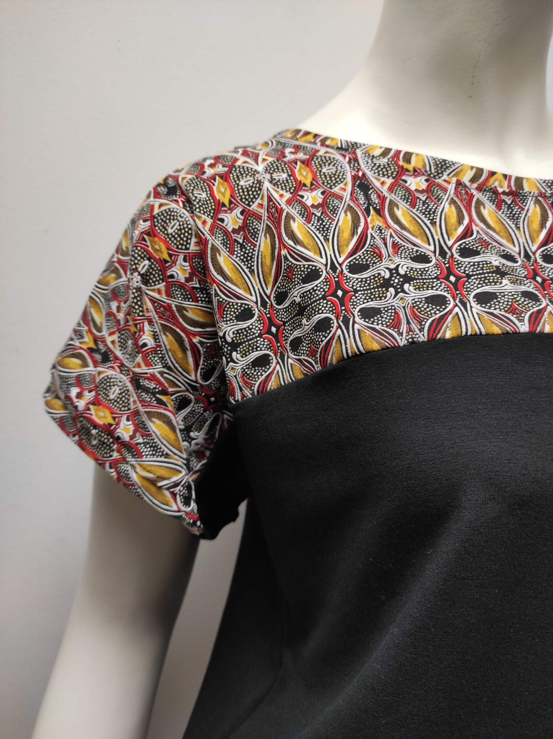 T-Shirt Kani KaléidoNoir Julie Bonnard Créatrice Saint-Étienne (7)