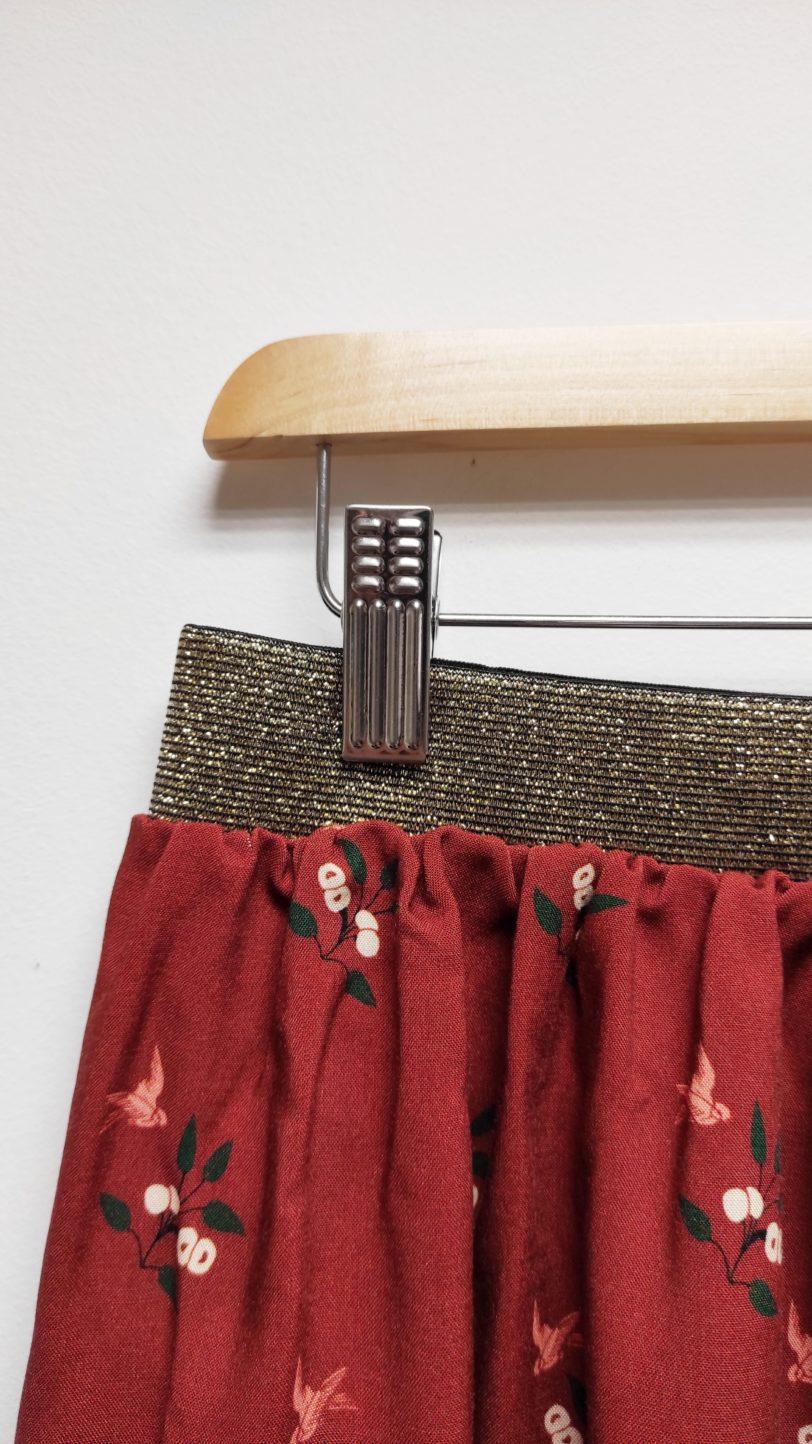 Jupe Ava Viscose hirondelle sur fond brique Julie Bonnard Créatrice vêtement Saint Etienne (3)