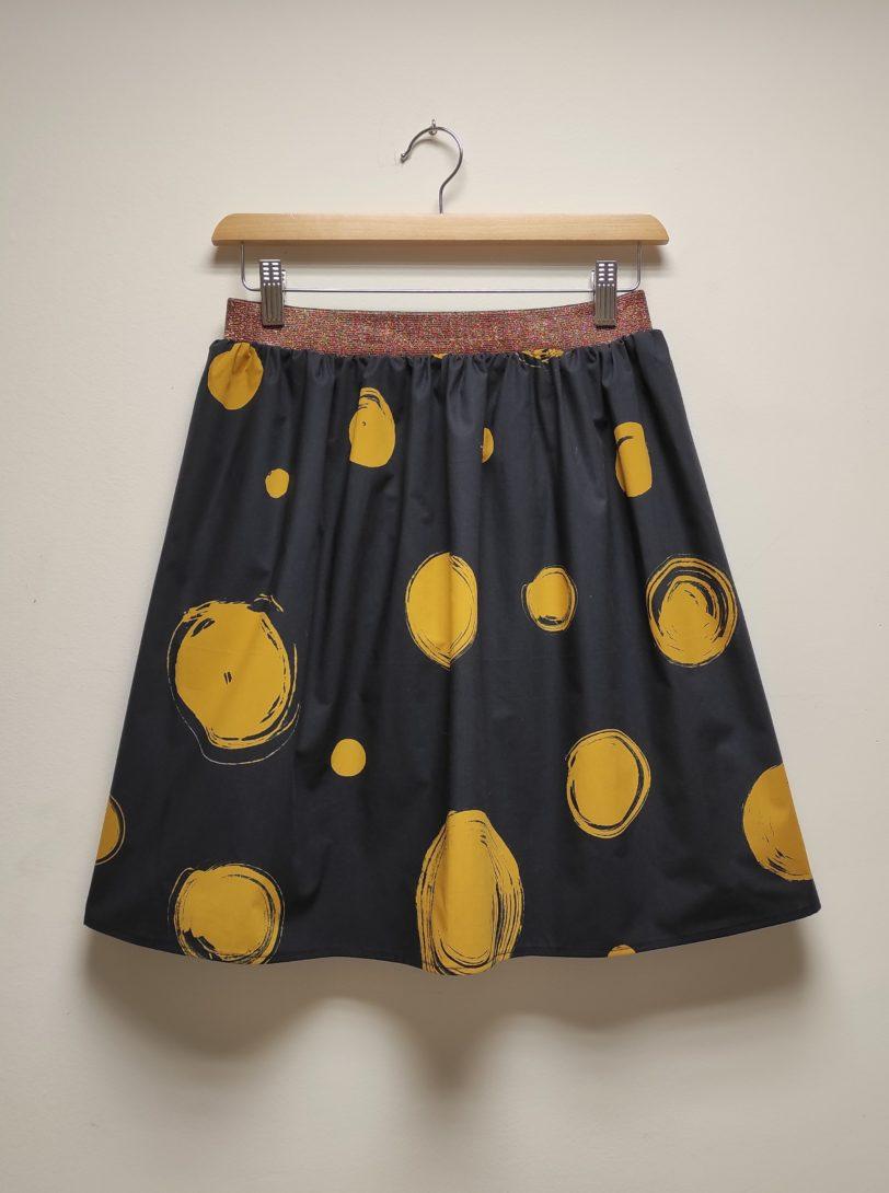 Jupe Ava popeline rond jaune sur fond bleu Julie Bonnard Créatrice vêtement Saint Etienne (3)