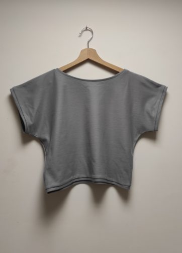 Tshirt Crop Top Krok Court Gris Foncé Julie Bonnard créatrice vêtement Saint-Etienne (2)